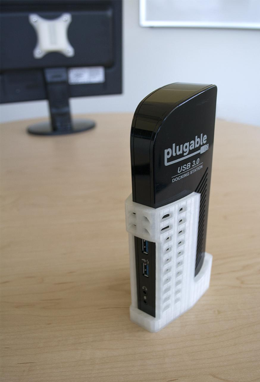 The Plugable UD-3900 3D-printed mount also detaches from the monitor easily